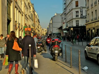 MARAIS/BASTILLE BUSTLING WITH CAFES-CHIC 2BR WITH AIRCON