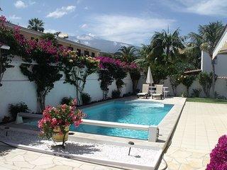 Villa moderna e lussuosa, circondata da natura, cultura e incredibili paesaggi.