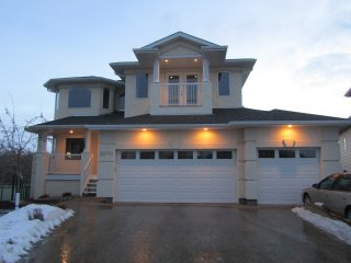 5BR Gorgeous Home In Golf Course By West Edmonton Mall