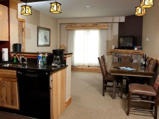 Beautiful Cedar River Suite with 2 Bedrooms for 10