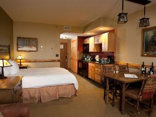 Cozy and Charming Northwoods Suite with Access to Amazing Amenities