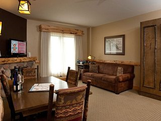 Cozy Split Rock Suite with 1 Bedroom for 8 with Balcony