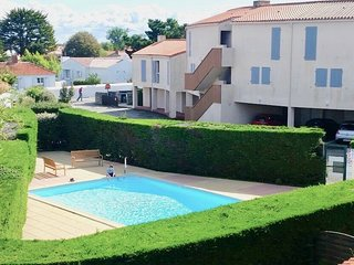 Pool,  garden 5mins to town, 10mins to to beach