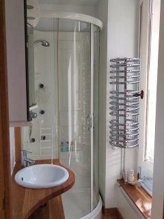 Votre salle d'eau directement accessible depuis la chambre