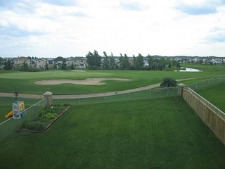 Fantastic Golf Course View Home Near West Edmonton Mall, Hospitals, University!