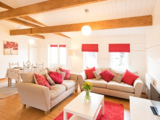 Sandymouth Lodge - Fabulous Family-Friendly Log Cabin Close To Sandy Beaches