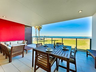 New Oceanfront Condo w/ Sweeping Whitewater & Sunset Views, Steps to Dining!