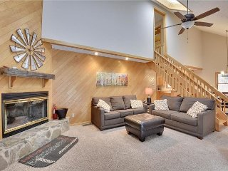 Recently renovated and freshly decorated-welcome to Mountain Getaway!