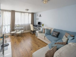 Trendy 1 Bed Sleeps 4 W/Balcony - 10 Min To Tube