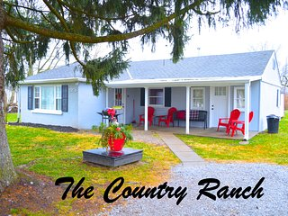 Country Ranch House near Creation Museum, Ark Encounter, & Perfect North Slopes