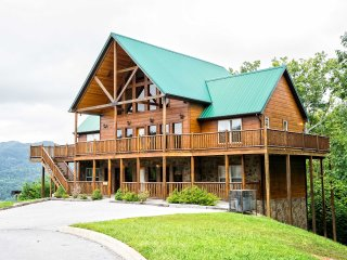 NEW-Wilderness 5BR Pigeon Forge Area Cabin-Hot Tub