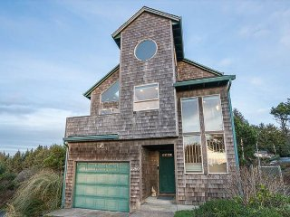 Updated Cliff-top Home Has Hot Tub, Third-floor Oculus Window Ocean Views!