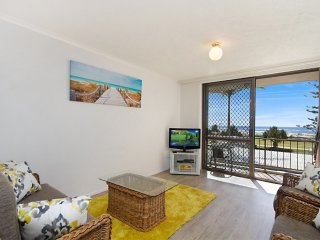 Kirra Vista 9 - Kirra Beachfront - Min. 3 night stays!