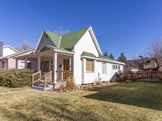 Charming home w/ fireplace & private washer/dryer, close to river & bike path!