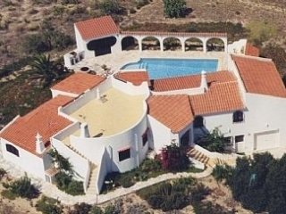 Traditional stylish Villa, wide ocean views, big pool ,gorgeous countryside