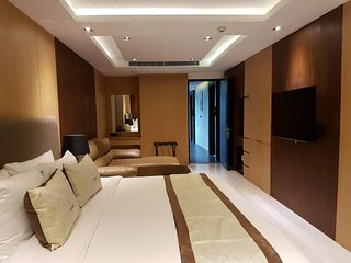 Luxury Suite close to ASOKE BTS Station