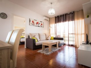 Los Alamos apartment in Torremolinos with air conditioning & lift.