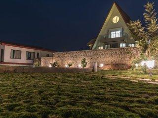 Arowana Hills - Best rated luxurious holiday Villa