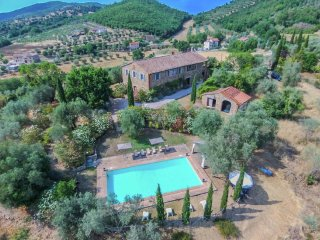 A luxury country villa on the board of Umbria and Tuscany