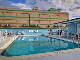 Modern Condo w/Pool Access-Walk to Hollywood Beach