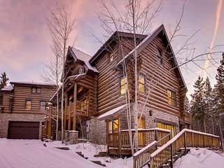 The Legendary Ski Classic Lodge: Expansive Ski-in/Ski-out Chateau on Peak 8