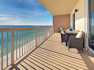 Beachfront 3BR w/ Stunning Views, Balcony, Pools & Hot Tub - Walk to Dining