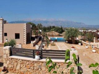 Villa Stelios-Ch,4bd,2ba villa with private pool