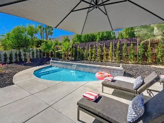 3BR w/ Backyard Oasis, Private Pool & Fire Pit - Walk to Design District