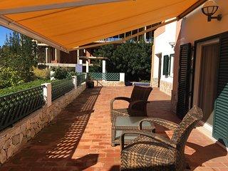 Villa em Tavira com piscina e jardim