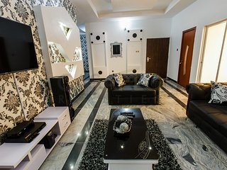 SIGNATURE ( BLACK & WHITE) 3 bedrooms