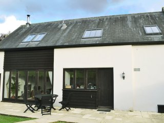 A beautiful conversion of a 400-year-old threshing barn. Pet-friendly.