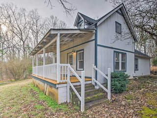 NEW! 2BR 'Carolyn's Cottage' in Downtown Tryon!