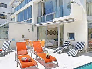 Double storey Clifton apartment with private pool