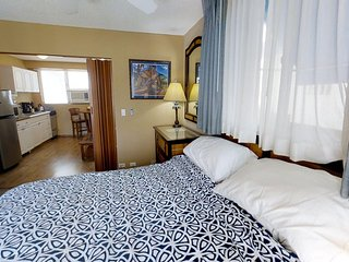 Cabana Waikiki #301 - 1 Bedroom, Full Kitchen and Free Parking