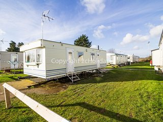 6 Berth Caravan in Seawick Holiday Park. Clacton-on-Sea. Ref: 27016s