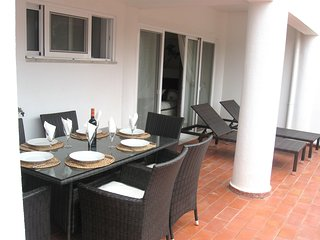 2 bedroom Vale do Lobo apartment, walking distance to resort facilities