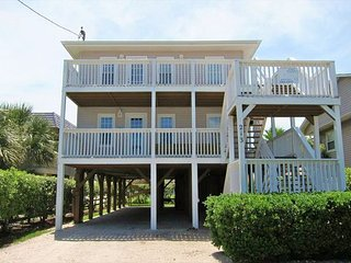 Private Home in Cherry Grove w/ Jacuzzi, perfect for large groups, near ocean
