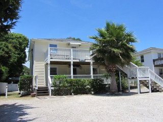 Short Walk to Ocean 4 Bedroom / 2 Bath  Duplex 2 (upper level) with Pool