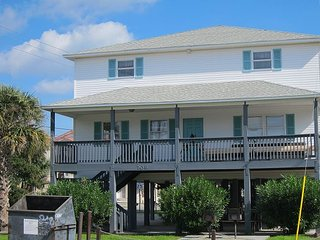 Short walk from beach, 5 Bedroom/3 Bath Duplex-10-plenty of room for groups