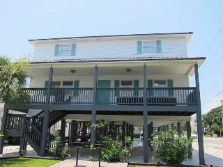 Short walk from beach, 5 Bedroom/3 Bath Duplex 9 & plenty of room for groups