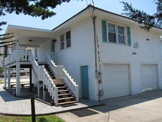 Short walk to Beach, 3 Bedroom/2 Bath Private Home 8 pool access near Main St