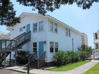 Short walk to Beach, 3 Bedroom/2 Bath Duplex 6 (down) Cottage w/pool access