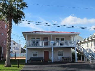 Short walk to Beach- 2 Bedroom / 1 Bath Duplex1 (downstairs)w/pool access