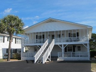 Short walk to Beach- 2 Bedroom / 1 Bath Quad 4 Cottage (up)w/pool access