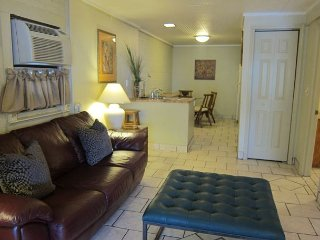 Classic Beach Cottage  Ocean Blvd   2 Bedroom / 1 Bath Triplex 2 (down)