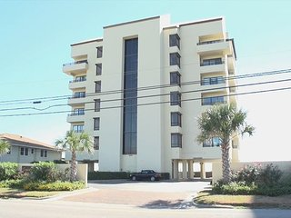 Oceanfront-203-- 3 Bedroom / 2 Bath Condo pet friendly in North Myrtle Beach