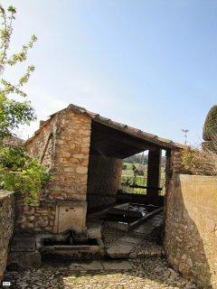 Le lavoir dans le hameau des Petits Cléments