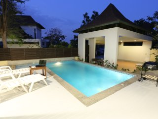 AnB pool villa - 3 BR Glass house close to Jomtien beach