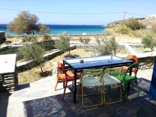 Galini: Serene Villa in front of the beach