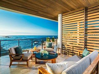 Ocean Front  Villa - Upper Level
